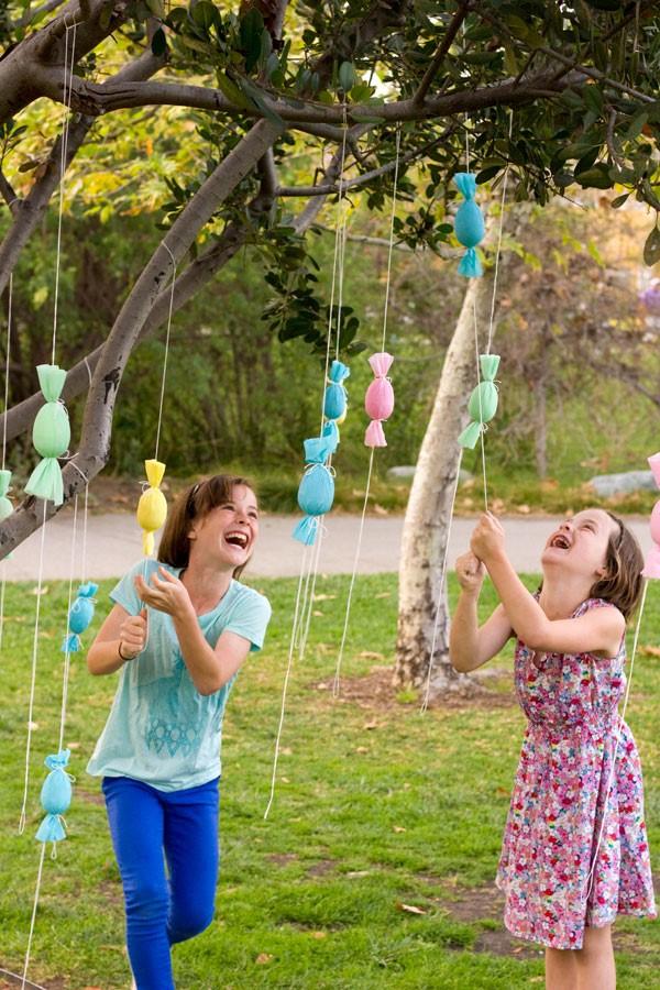 Ostereiersuche zu Hause und im Garten – kreative Ideen für Groß und Klein ostereier ideen baum