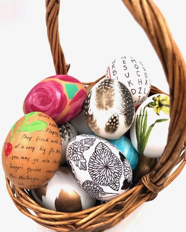 Osterkörbchen basteln – kreative Ideen, festliche Tipps und kinderleichte Anleitung zum Nachmachen korb mit schönen bunten eiern