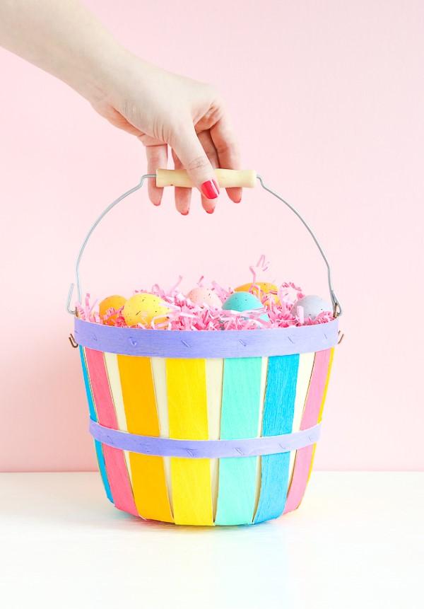 Osterkörbchen basteln – kreative Ideen, festliche Tipps und kinderleichte Anleitung zum Nachmachen regenbogen gemalter korb