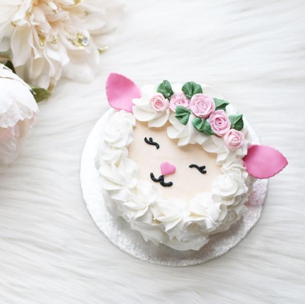 Osterlamm backen – leichtes Rezept und Ideen zum Inspirieren lämmchen torte sahne