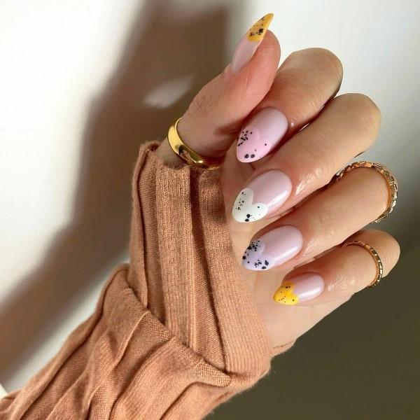 Pastell Nägel – Ideen für eine stilvolle Frühlings- und Oster-Maniküre bunte herzen ideen