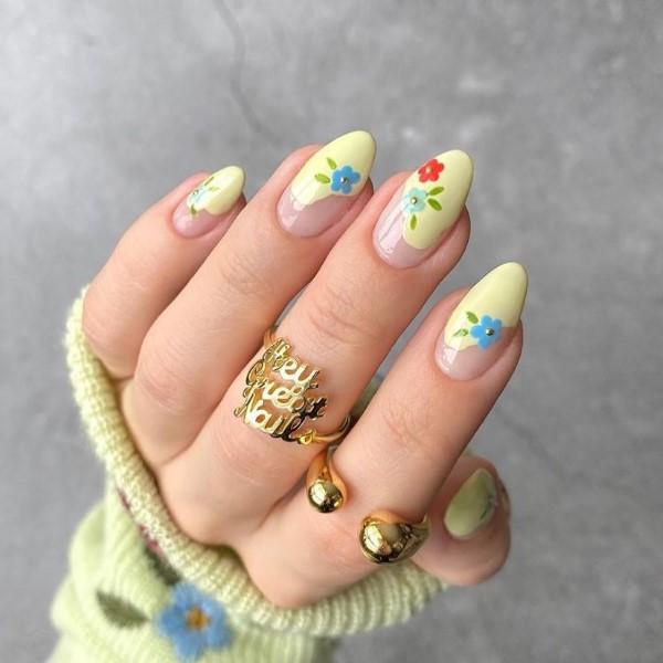 Pastell Nägel – Ideen für eine stilvolle Frühlings- und Oster-Maniküre frühlingsblumen motive