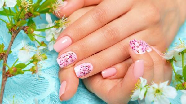Pastell Nägel – Ideen für eine stilvolle Frühlings- und Oster-Maniküre motive mit frühlingsblumen