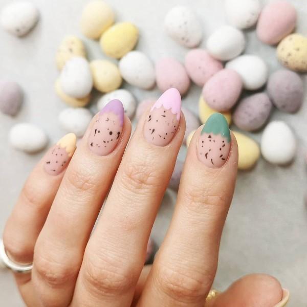 Pastell Nägel – Ideen für eine stilvolle Frühlings- und Oster-Maniküre negative space mani ideen