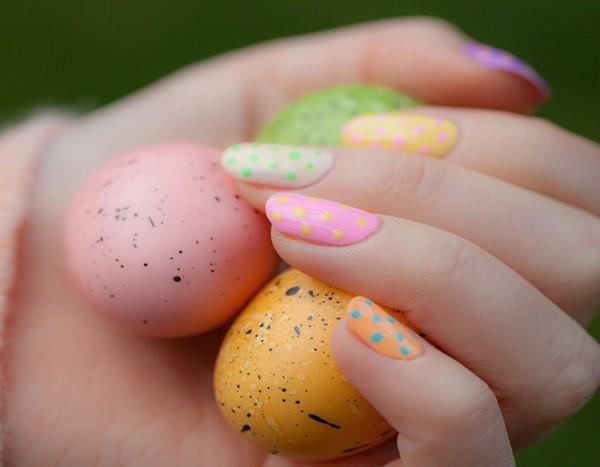 Pastell Nägel – Ideen für eine stilvolle Frühlings- und Oster-Maniküre ostereier muster ideen