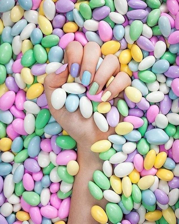 Pastell Nägel – Ideen für eine stilvolle Frühlings- und Oster-Maniküre schoko eier ideen motive