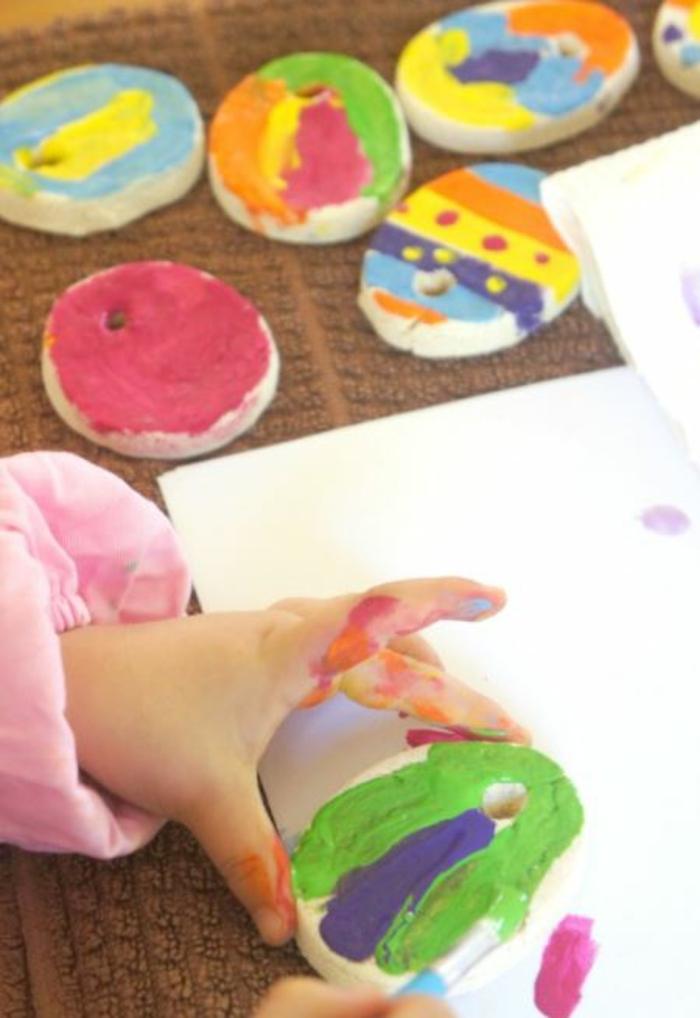 Salzteig Ostern Ideen basteln mit Kindern zu ostern handabdruck