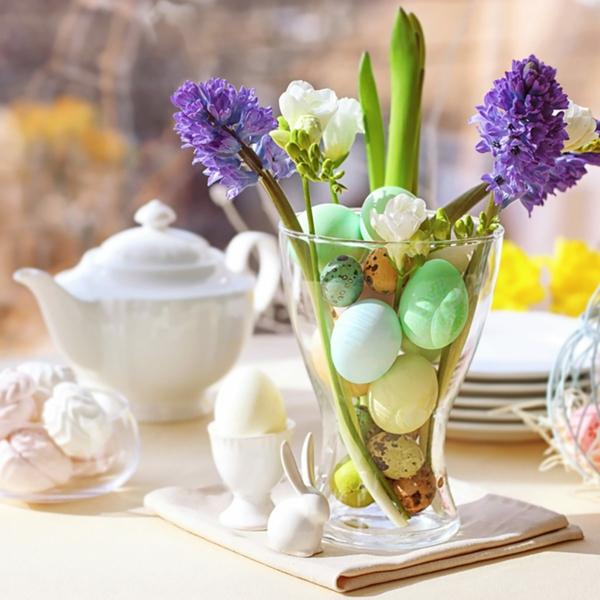 Tischdeko zu Ostern Ostertisch Frühlingsblumen