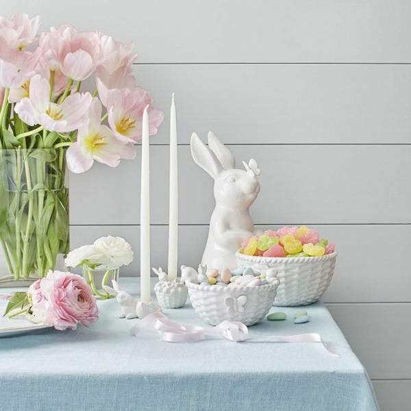 Tischdeko zu Ostern Ostertisch Kerzen und Tulpen
