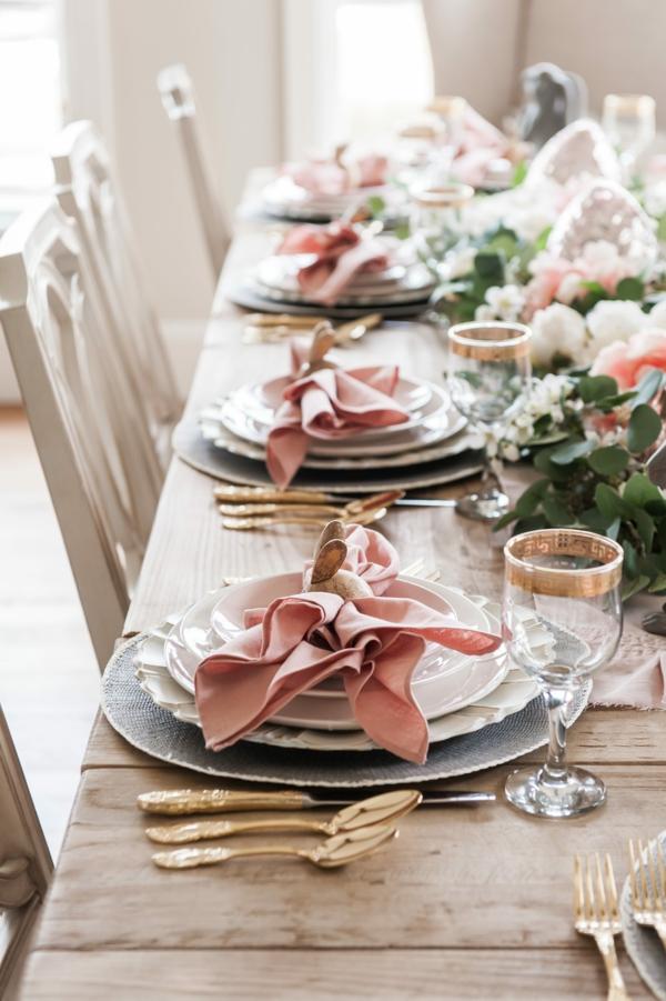 Tischdeko zu Ostern Ostertisch Tisch eindecken rosa Stoffservietten