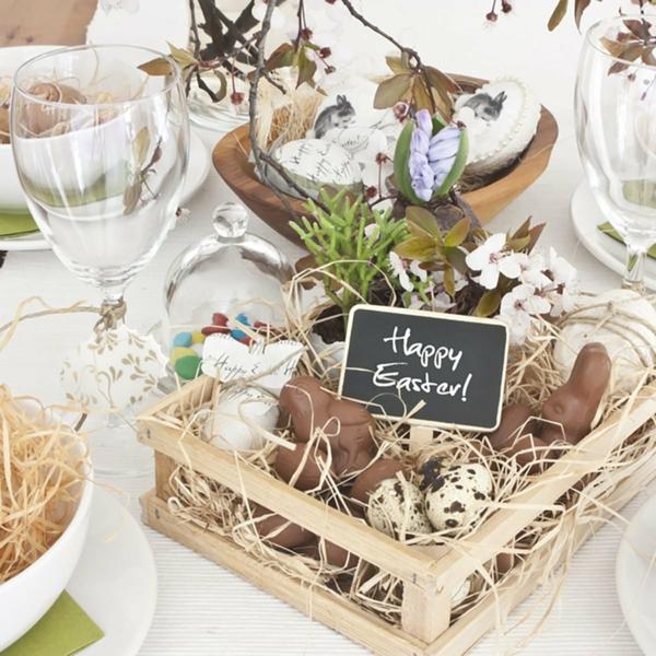Tischdeko zu Ostern Ostertisch dekorieren Akzente