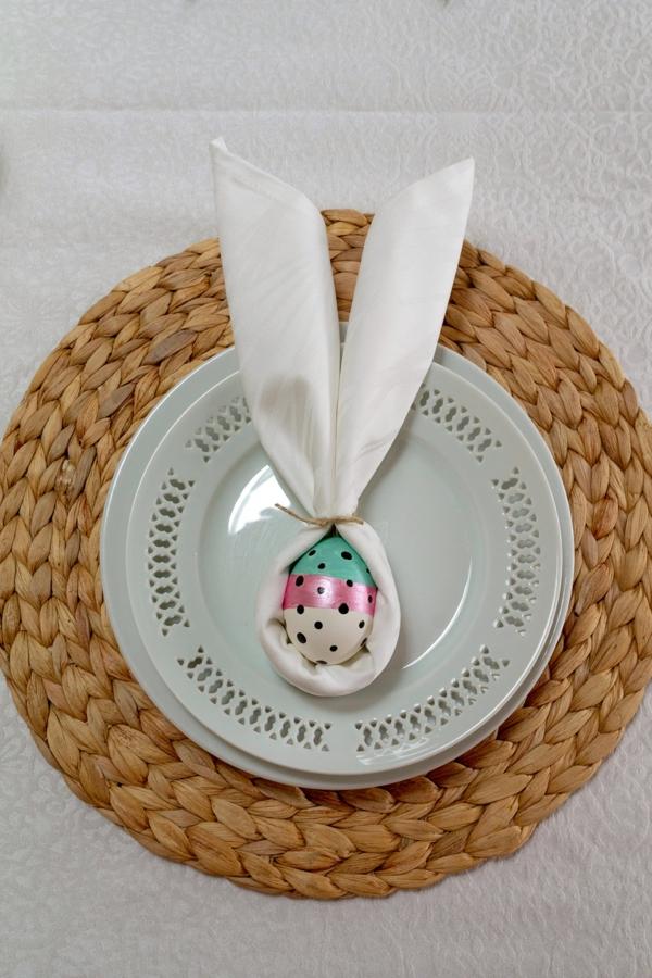 Tischdeko zu Ostern Ostertisch dekorieren Hasenohren