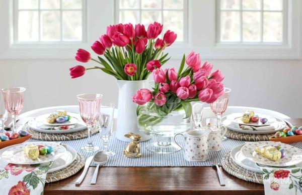 Tischdeko zu Ostern Ostertisch dekorieren Tulpen