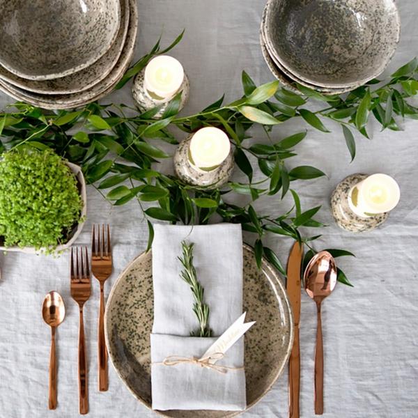 Tischdeko zu Ostern Ostertisch dekorieren grüne Akzente