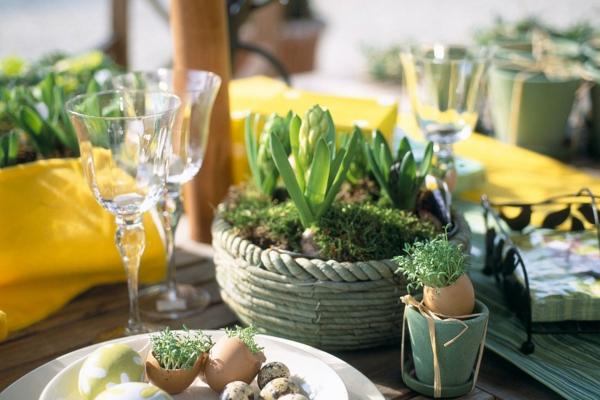 Tischdeko zu Ostern Ostertisch dekorieren grüne Ideen