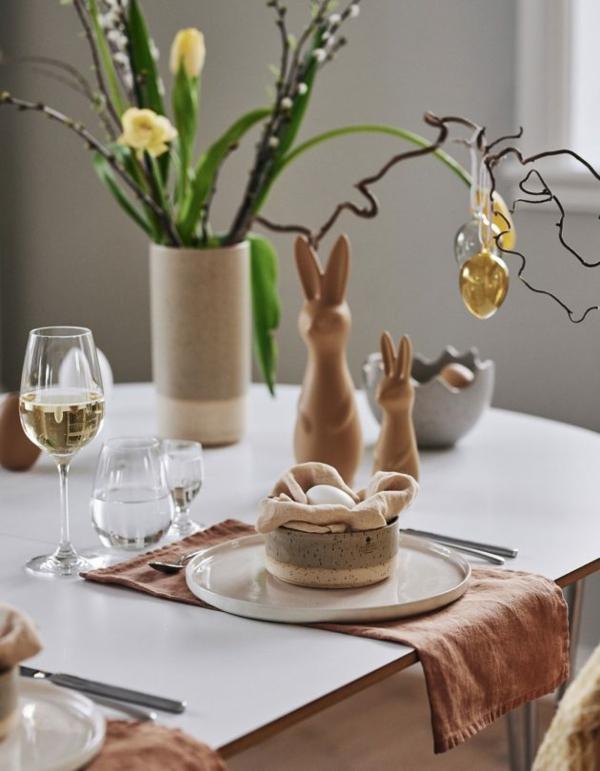 Tischdeko zu Ostern Ostertisch eindecken und dekorieren