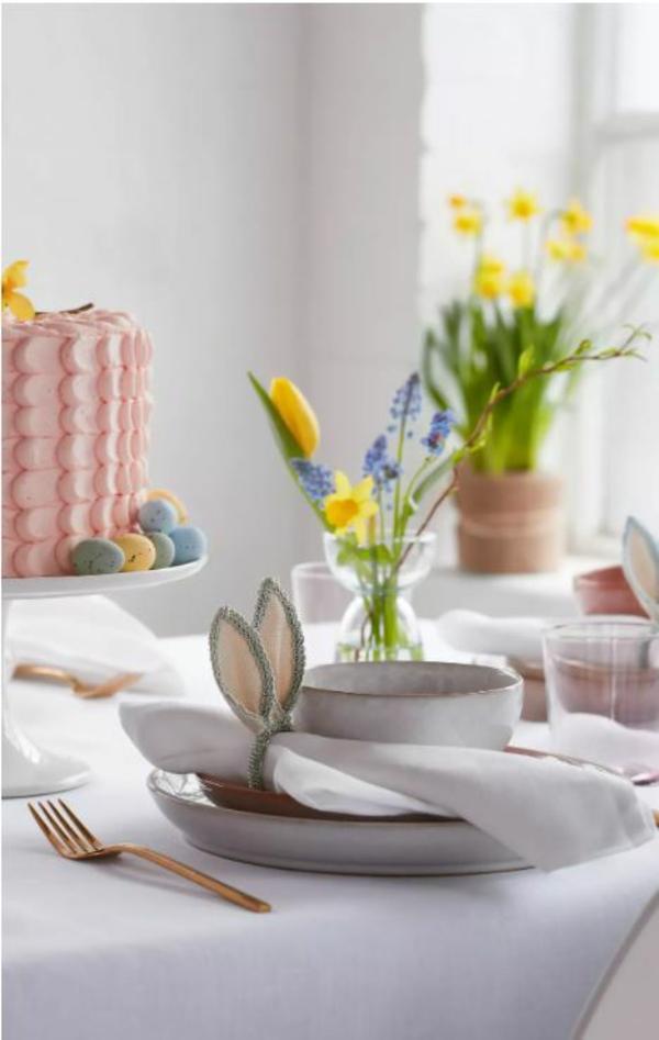 Tischdeko zu Ostern schaffen Tisch eindecken Ostertisch