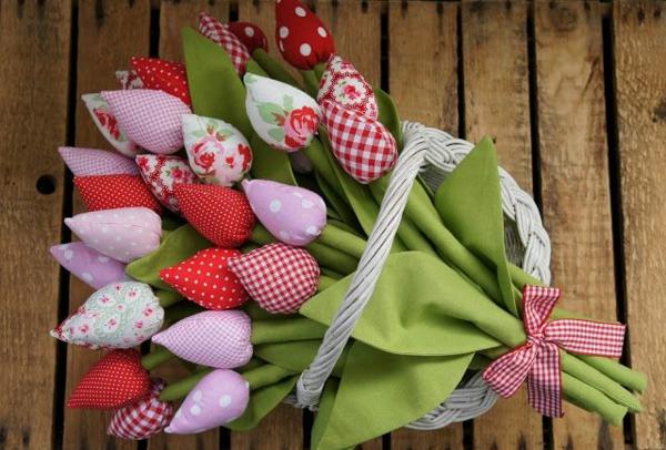 Wie kann man Tulpen basteln - Nähanleitung für DIY Tulpen aus Stoff Blumenstrauß