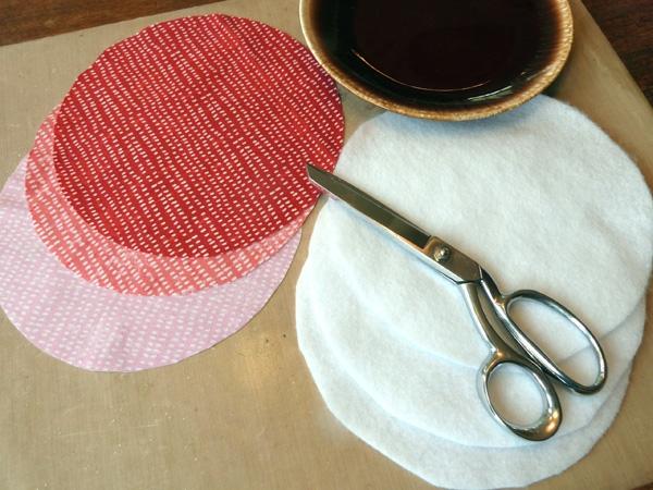 Wie kann man Tulpen basteln - Nähanleitung für DIY Tulpen aus Stoff Materialien