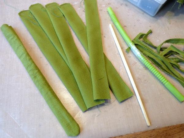 Wie kann man Tulpen basteln - Nähanleitung für DIY Tulpen aus Stoff grün