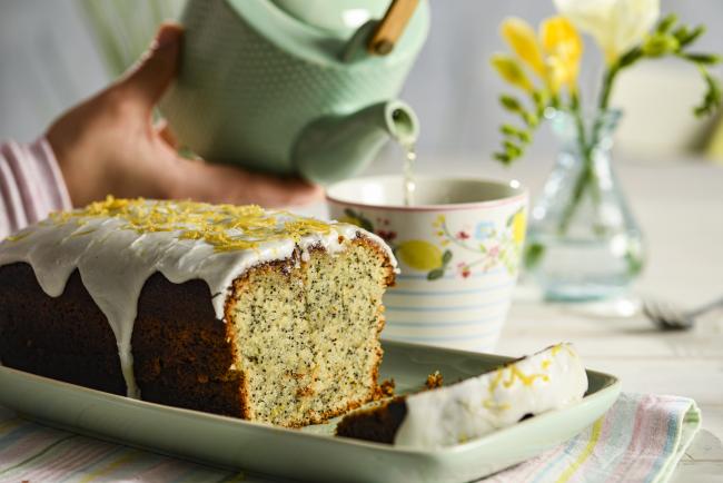 Zitronenkuchen backen zwei Rezepte den veganen Cake mit Kräutertee genießen