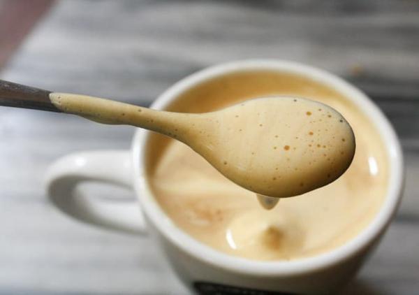 creamigen eierkaffee zubereiten