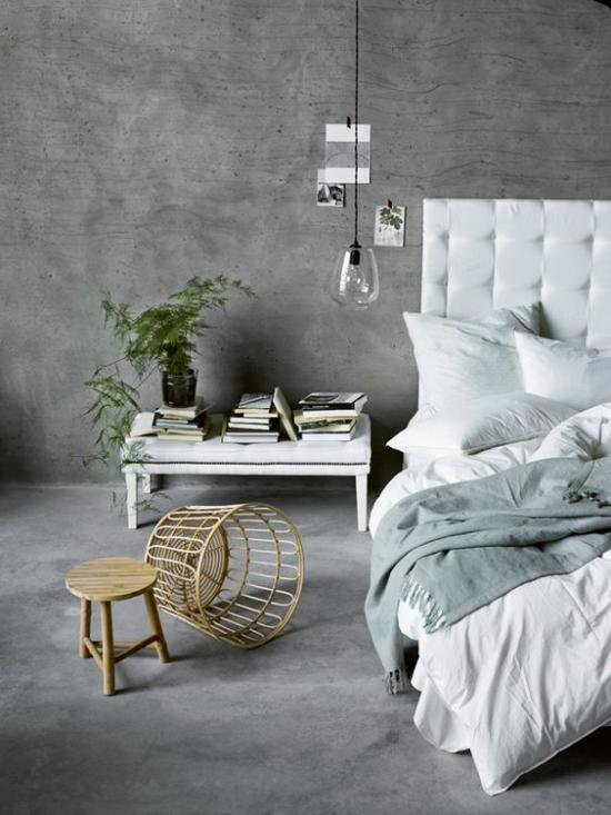 grauer Boden graue Wände in Betonoptik Schlafzimmer in Industrial Style Bett Flechtkorb Hocker Holz
