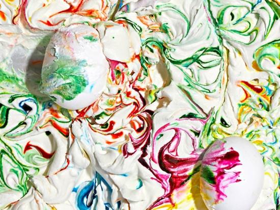 kreative ostereier färben mit schlagsahne