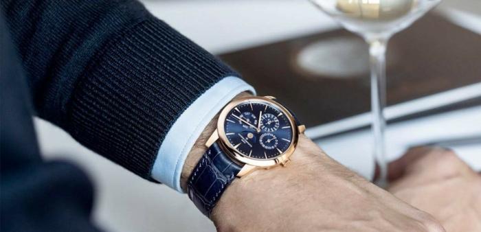 luxusuhren kaufen junge hand