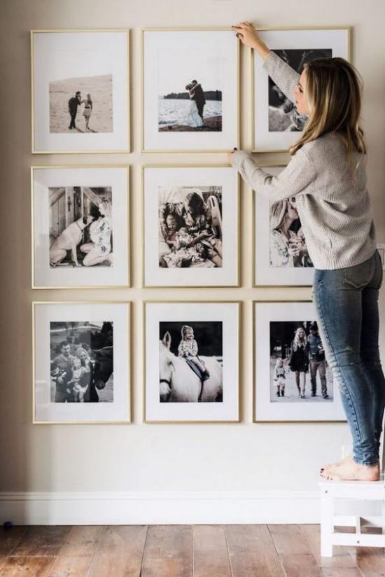 moderne Fotowand gestalten Familienfotos bringen Lieblingsmomente zur Schau
