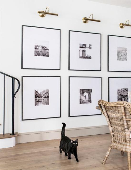 moderne Fotowand gestalten kreative Tätigkeit große Fotos Beleuchtungskörper oben schwarze Katze