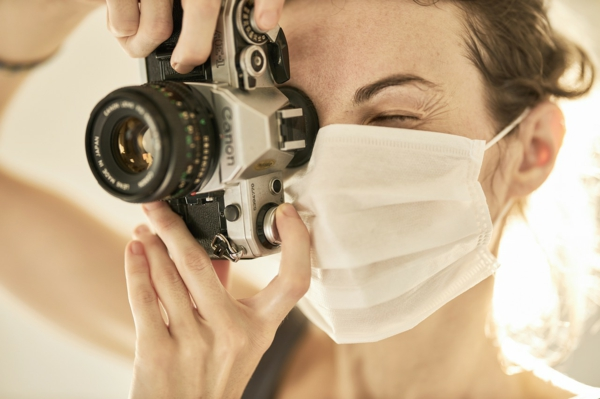 mundschutzmasken beim reisen tragen