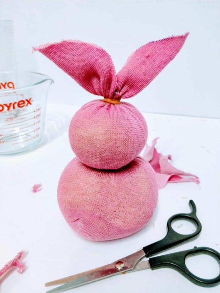osterase basteln aus socken rosa hasi