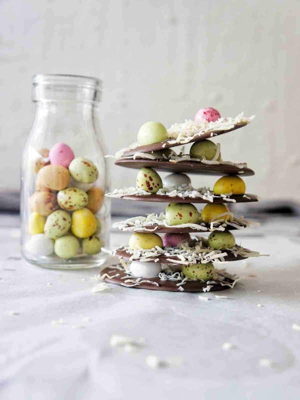 runde bruchschokolade selber machen mit osterbonbons