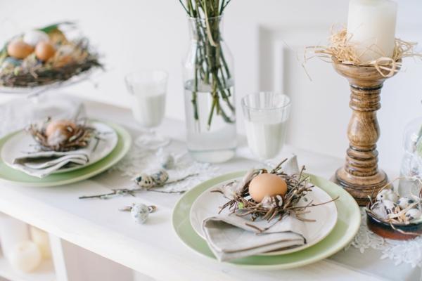 rustikale Tischdeko zu Ostern Ostertisch dekorieren