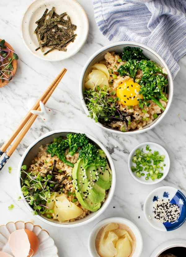 schnelle frühstücksideen gesunde bowl gemüse sprosse