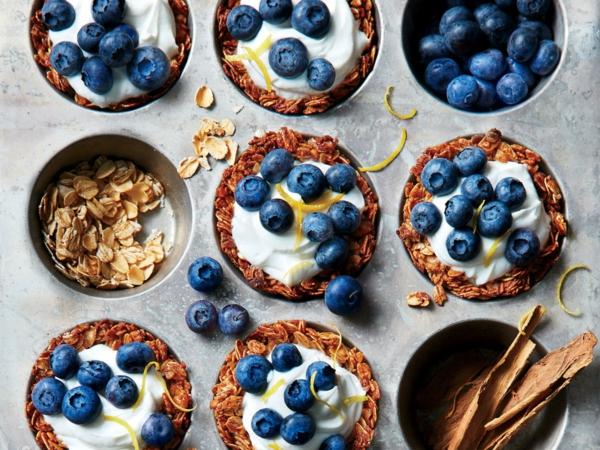 schnelle frühstücksideen granola blaubeeren muffins