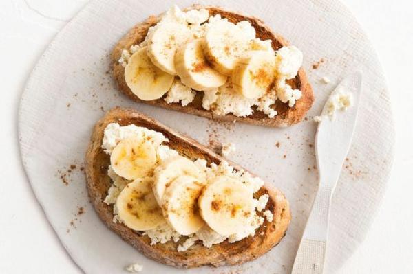 schnelle frühstücksideen ricotta banane toast