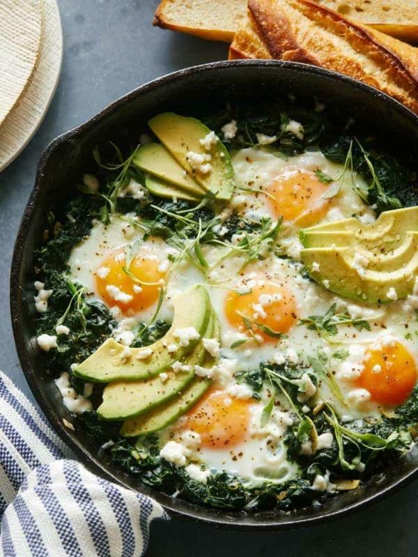 schnelle frühstücksideen spinat avocado eier