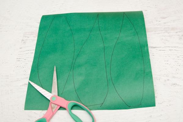 Ananas basteln Seidenpapier Pompon grüne Blätter ausschneiden