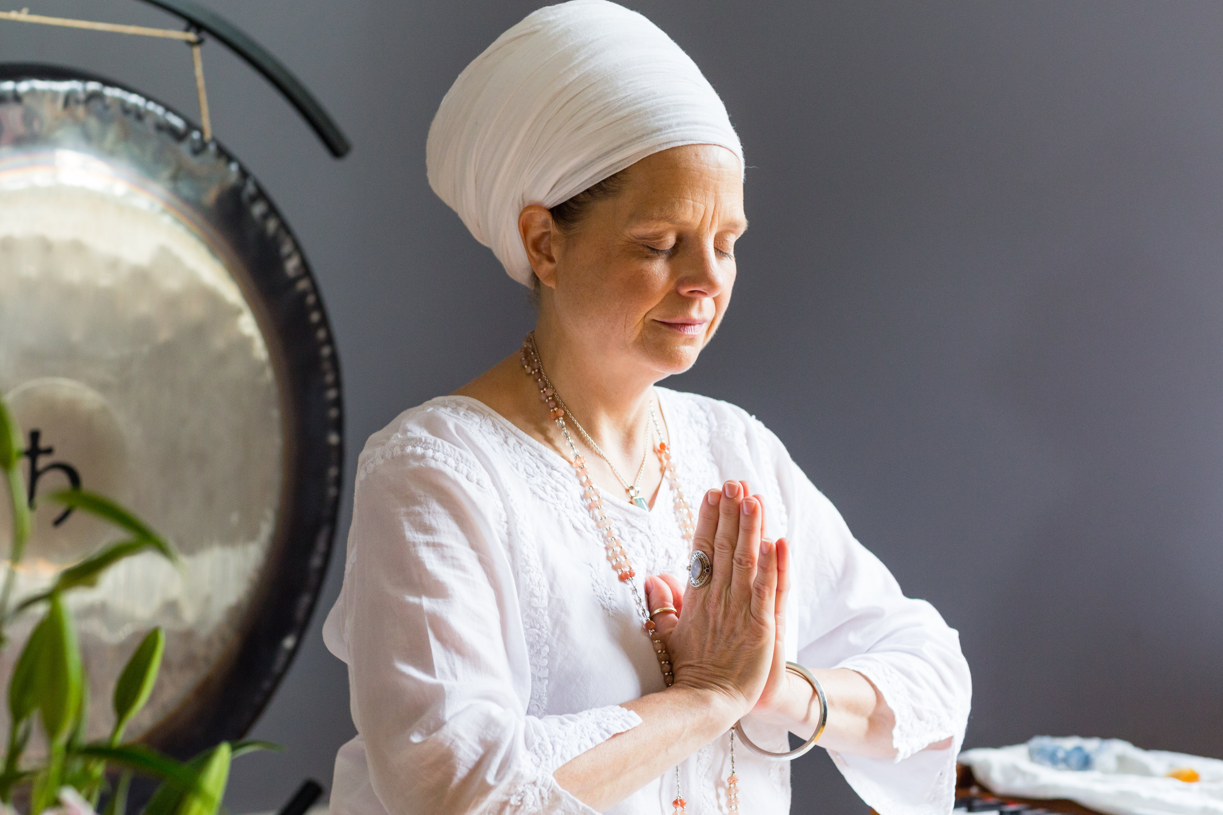 Kundalini-Yoga-Was-ist-genau-Aquarian-Sadhana-
