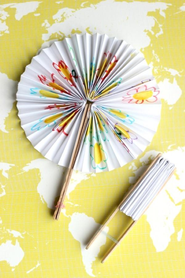 Basteln mit Eisstielen – coole Recycling-Bastelideen und Anleitung fächer papier holz