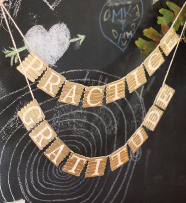 Basteln mit Eisstielen – coole Recycling-Bastelideen und Anleitung girlande schön idee