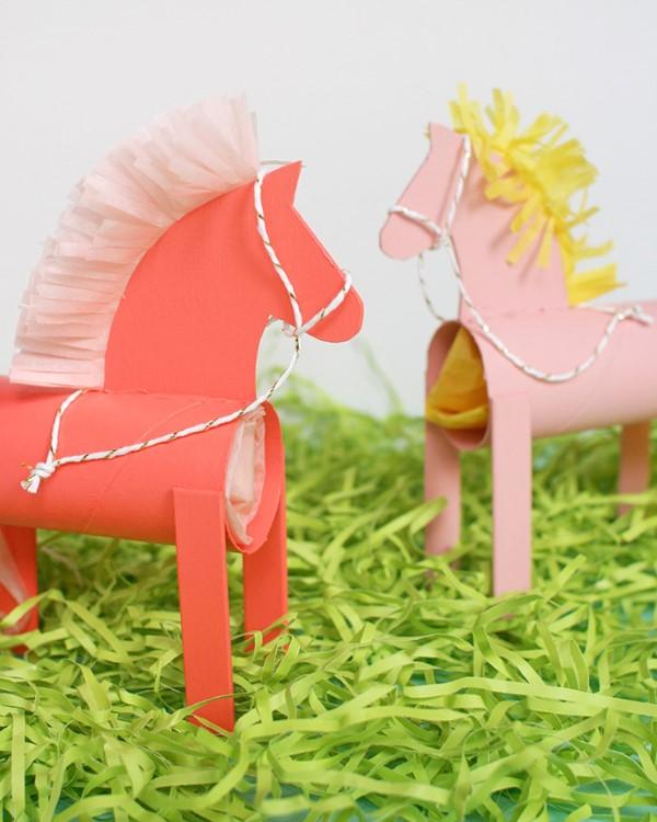 Basteln mit Eisstielen – coole Recycling-Bastelideen und Anleitung pferde my little pony eisstiel klorollen