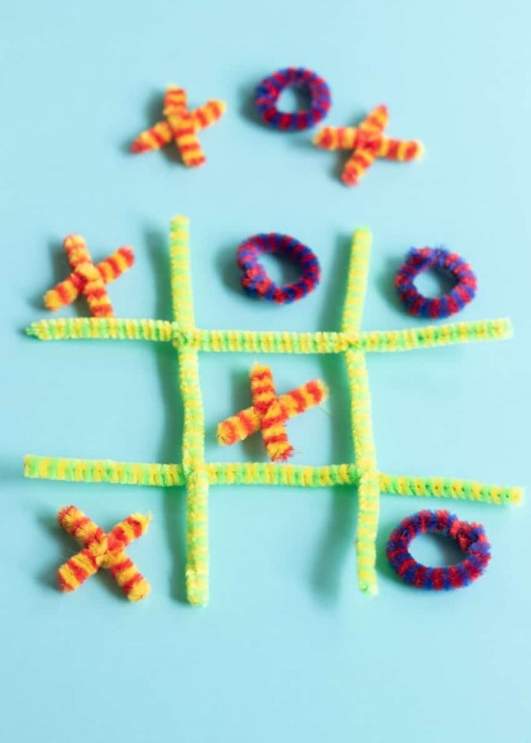 Basteln mit Pfeifenreinigern – 60 Bastelideen zum einfachen Nachmachen tic tac toe spiel diy