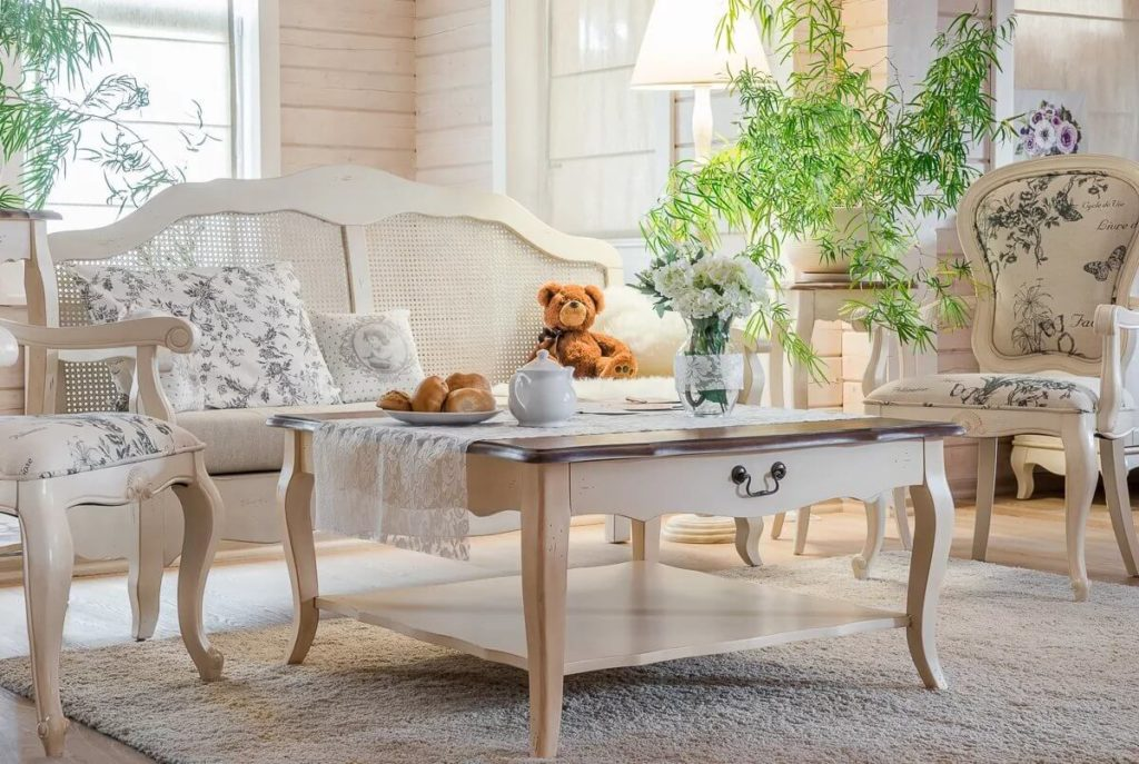Bezaubernde-und-romantische-Wohnzimmer-im-Provence-Stil