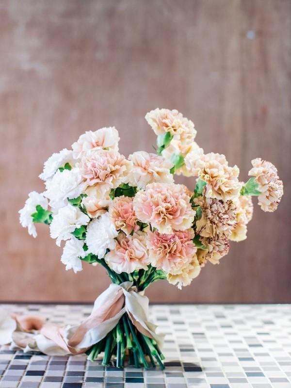 Blumenstrauß zum Muttertag selber binden – Die besten Blumenarten für Mama und Tipps nelken strauß schön einfach