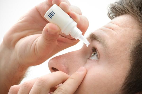 Brennende Augen haben Mögliche Ursachen und nützliche Tipps künstliche Tränen