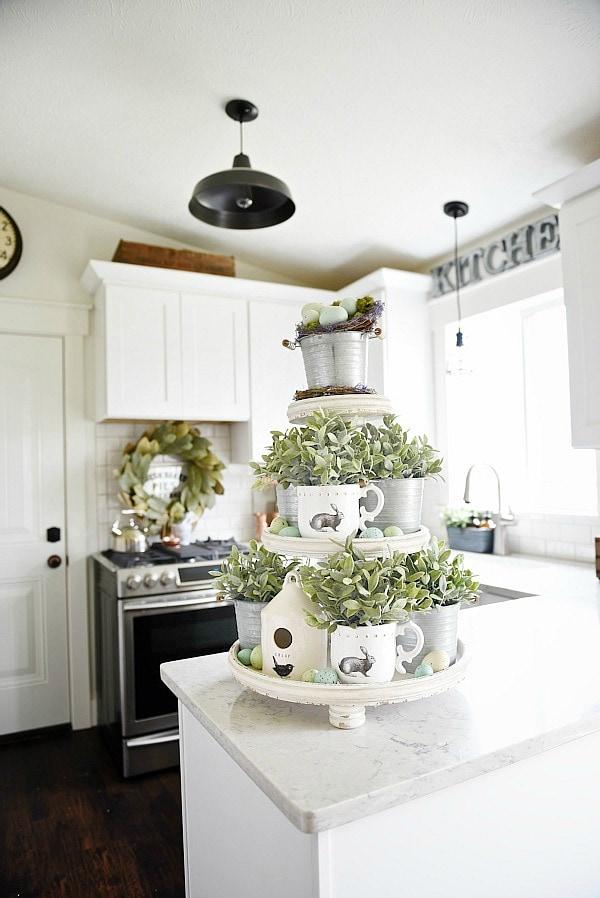 Etagere dekorieren – Ideen und Tipps für eine schöne und praktische Deko ostern deko tischdeko