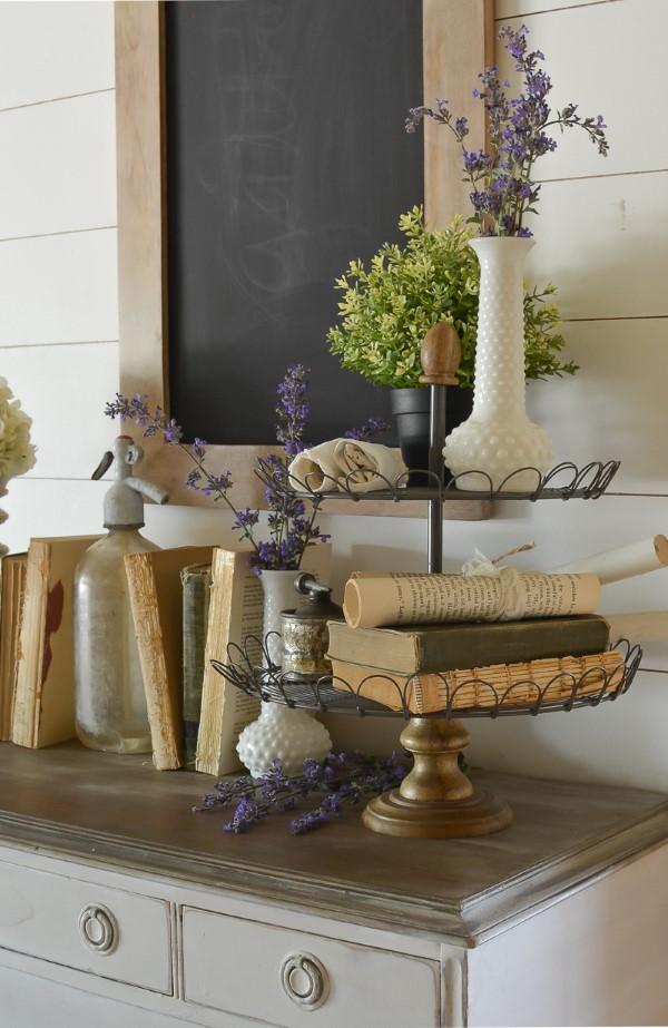 Etagere dekorieren – Ideen und Tipps für eine schöne und praktische Deko rustikal vintage deko wohnzimmer